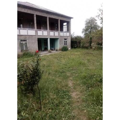 в Кобулети продается дом с большим земельным участком недалеко от моря